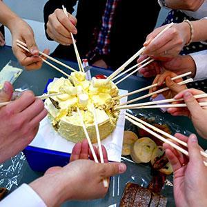 5 Detail Makan Harus Menggunakan Sumpit small - Tradisi Unik dan Budaya China