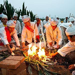 7 Detail Pakaian Putih Untuk berkabung small - Tradisi Unik dan Budaya China